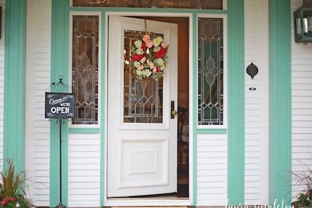The Pelican's Nest Bed & Breakfast - Seabrook - Inap sarapan