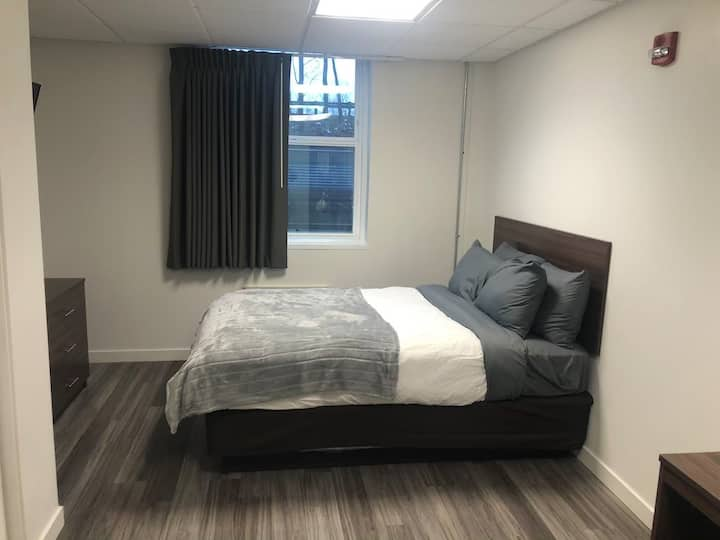 Newly Renovated Micro Suite, Free Parking, Gym
