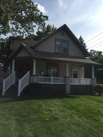 2nd Floor: Adorable 2 Bed, 1 bath. - Kalamazoo - Apartament
