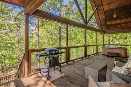 Couples' Cabin/Secluded Deck/ Near State Park