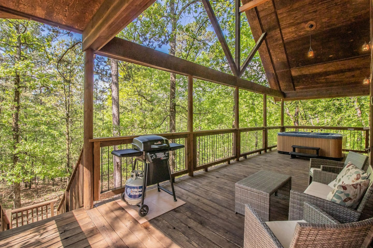 Relax on this deck, high above the trees and enjoy the beauty of Broken Bow.