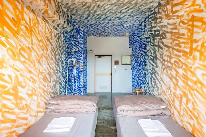 Art Room Twin 1(Shared Bathroom)