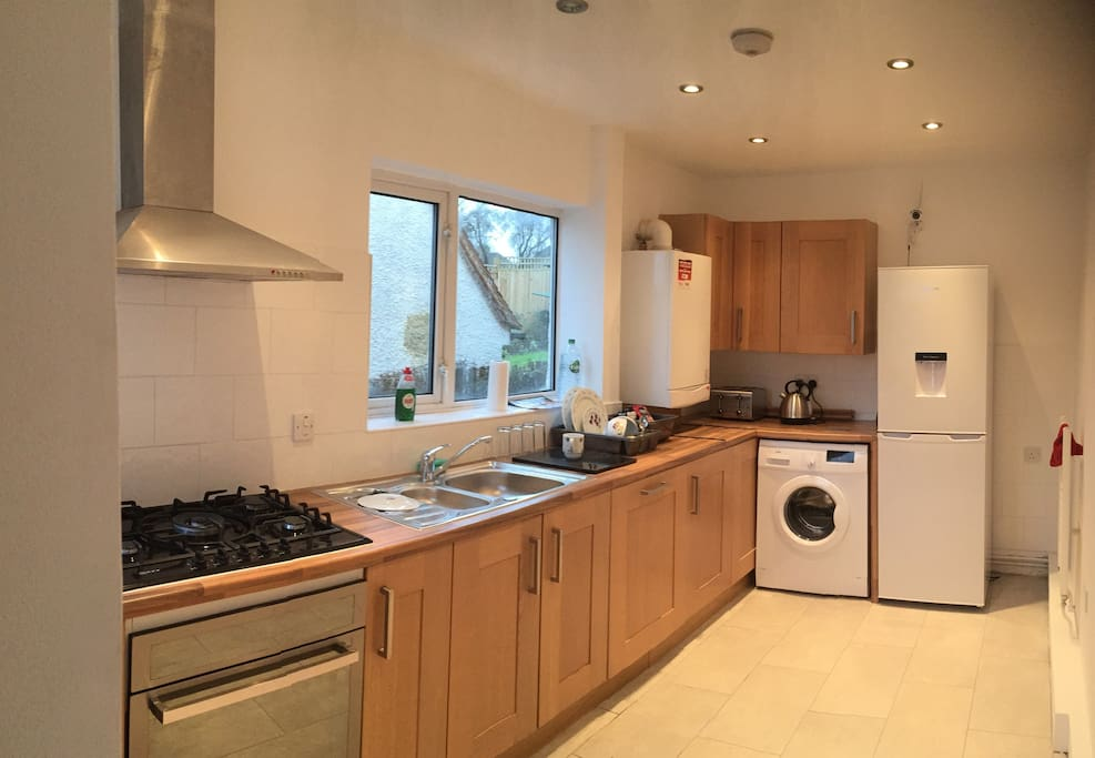 Access to kitchen with cooker, washing machine, fridge freezer. Complementary tea and coffee.