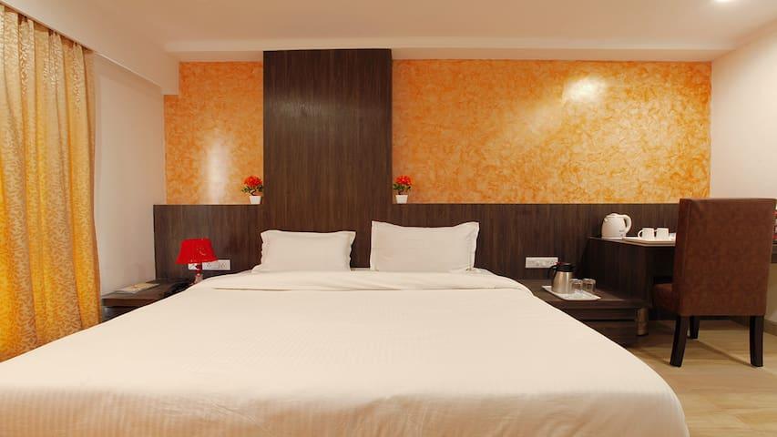 Deluxe AC Room-1 SD - Vrindavan - Bed & Breakfast