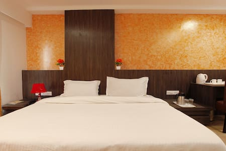 Deluxe AC Room-1 SD - Vrindavan - Bed & Breakfast