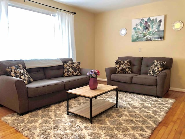 ★Welcoming Cary Townhome★King Bed★Long Term Stays★