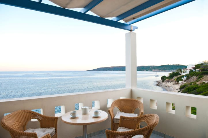Sea Breeze Hotel apartments Chios  71 sq M2 Sea V