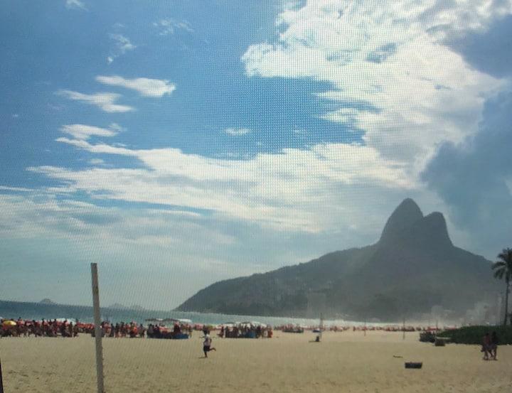 BEACH, FULL OF CHARM , LEBLON IN RIO DE JANEIRO