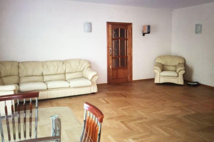 3-комнатная квартира у станции м Пл Ленина