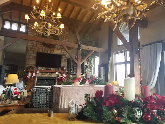 GREAT4500 sf cabin lodge/w heated  indoor pool! - Cleveland - Cabin