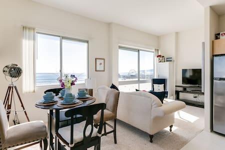 5-Star Beach Apt / Stunning Panoramic Ocean Views - Apartment