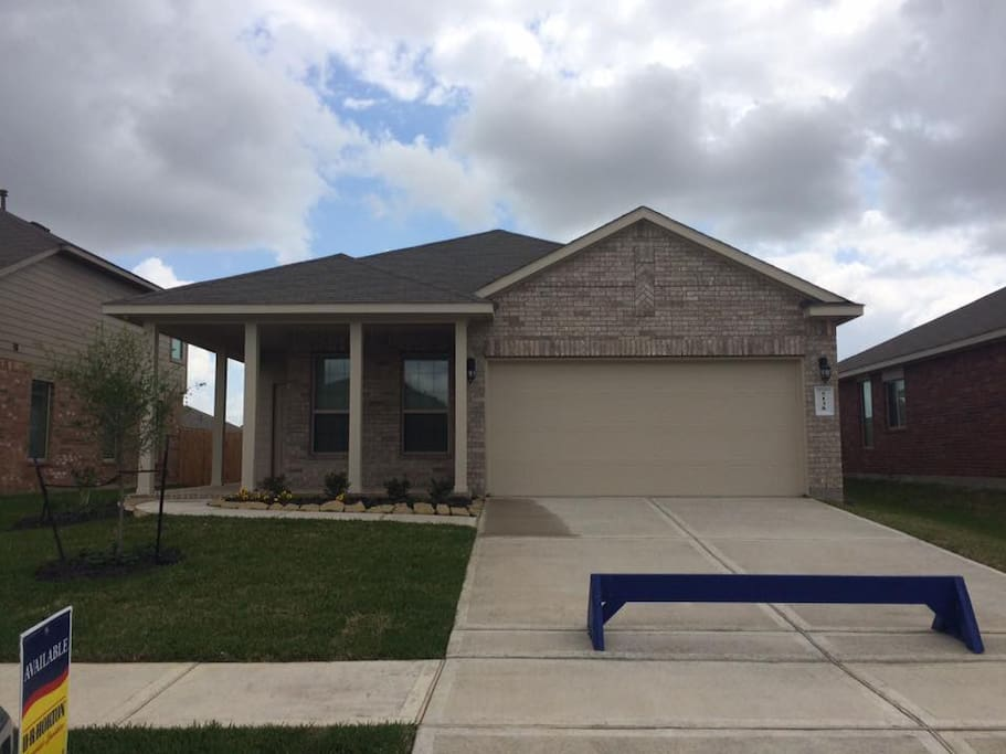 New house!! Just minutes to I-10, I-99 Houston outlets, Downtown Katy, Katy Mills & Typhoon Texas water park