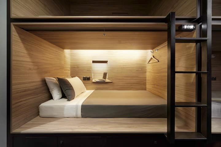 Single Pod (Side Entry) in a Mixed Shared Room