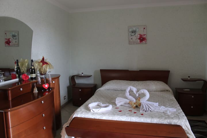 Suite with jacuzzi and balcony- Casa Due Torri