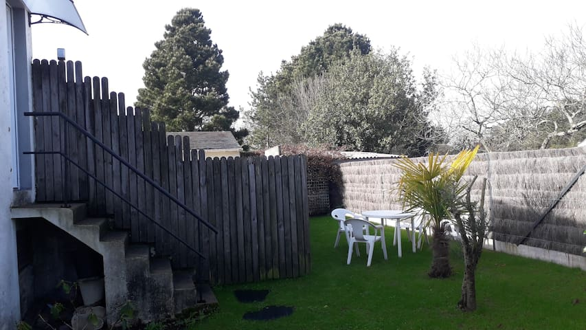Studio neuf, indépendant avec jardin / 2 personnes