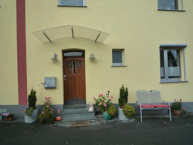 """Helle Ferienwohnung """"Rosental"""" mit großem Garten"""