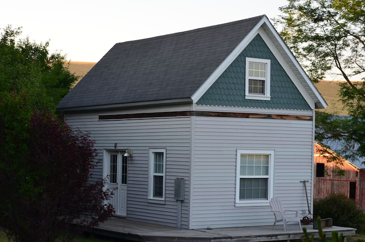 Cozy Cottage on the Farm - Genesee - Bed & Breakfast