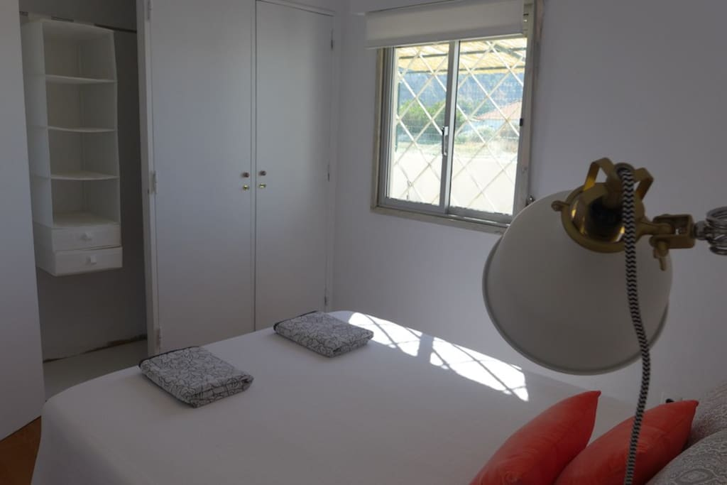 Spacious Closet, Sunny room! View to the back garden & cliff