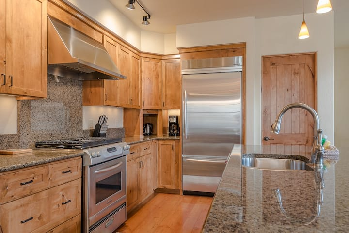 Private Garage, Pet Friendly & Close to Downtown Ketchum  | 2 Bedroom, 2 Bathroom
