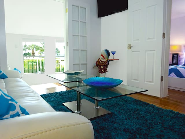 ESTERO #3; 2BED BEACHFRONT MODERN WITH OCEANVIEWS! - Fort Myers Beach - Apartment