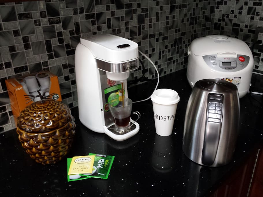 K-cup machine also works with ground (in the jar)