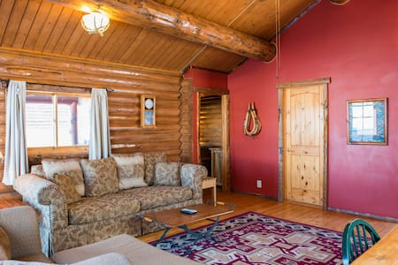 Bar N Ranch Cabin with 1 Queen Bedroom