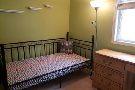 Single room in a bright Brampton Home