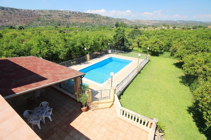 Nice and comfortable private holiday home in the Siracusa countryside....