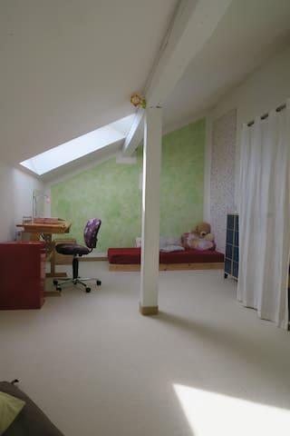 Gemütliches Zimmer in außergewöhnlicher Wohnung