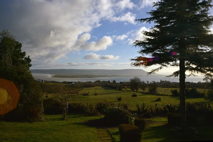 Private house with secluded garden & stunning view - Greencastle