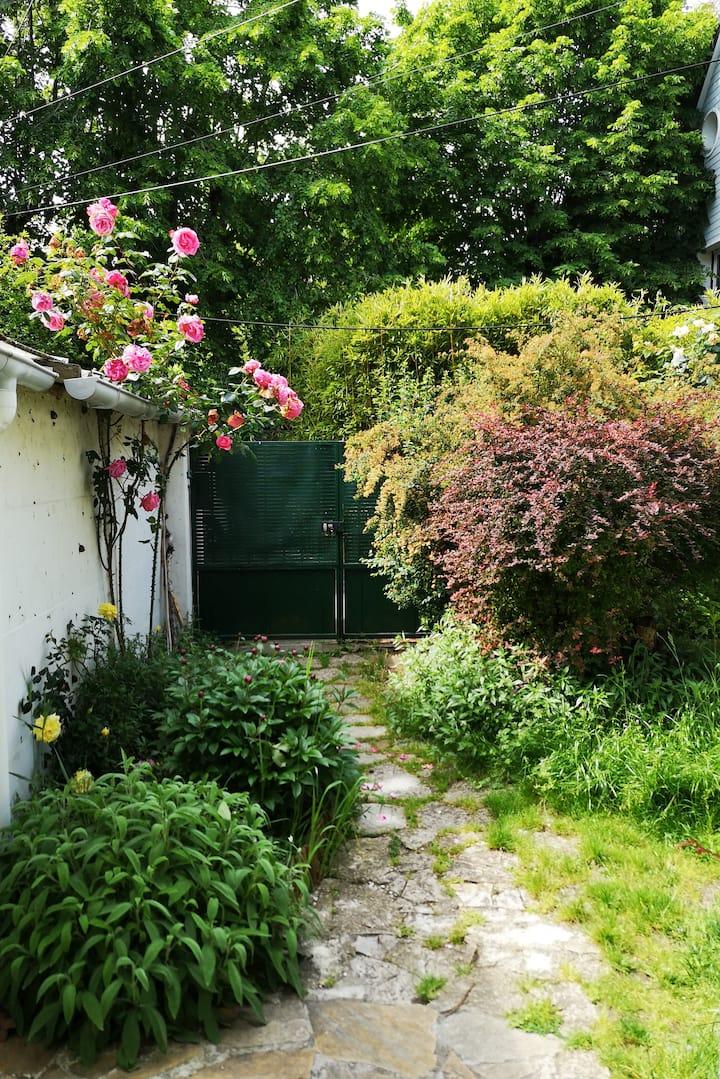 Maison & jardin, proche RER A, 15 minutes de Paris