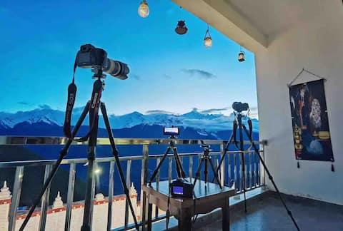 绝佳观雪山位置,独立观景阳台全落地窗大房间精品逸居酒店,房间免费小零食提供