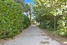 Less than A minute via private Access To the Pass-AGrille Beach!