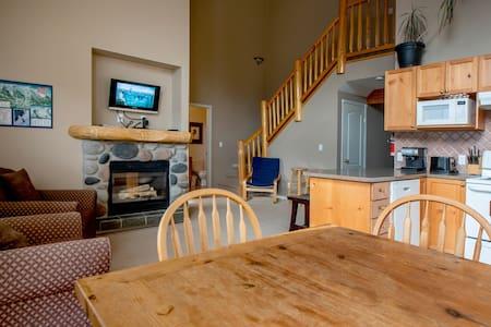 Spacious condo with Fireplace BBQ, Deck, Views