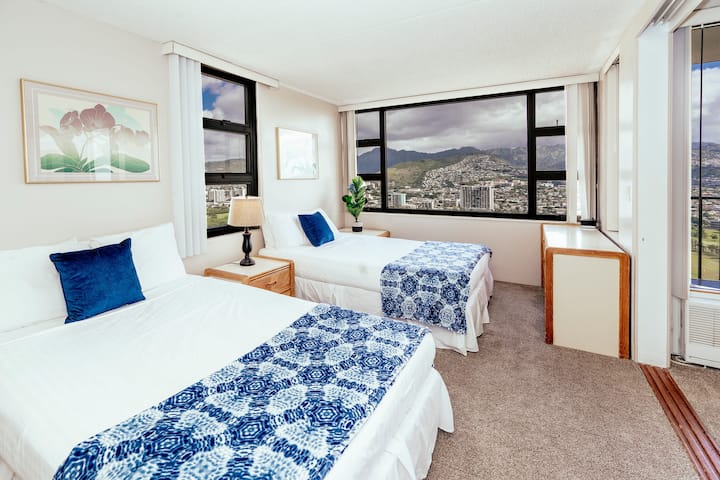 Professionally Sanitized*Waikiki Retreat Mountain View+Full Kitchen+Amenities - Waikiki Banyan Mountain 1 BDR on the 36th Floor A