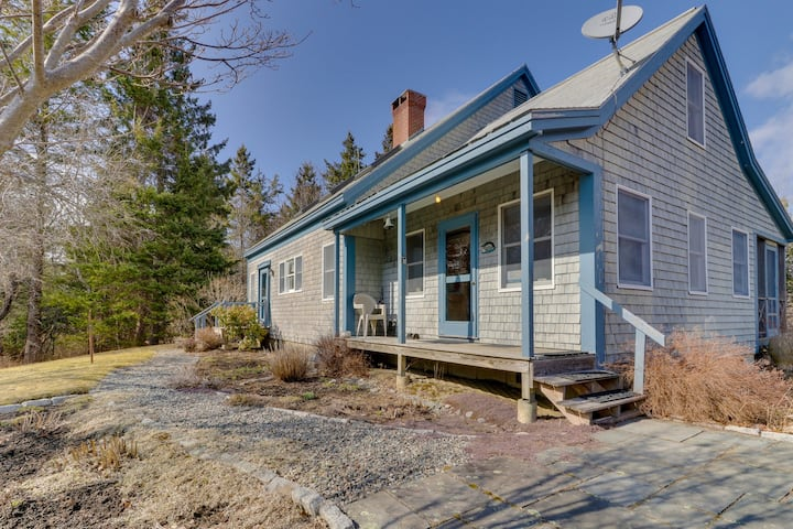 Tree-lined cottage w/ screened porch & beach access - four miles to Acadia NP!