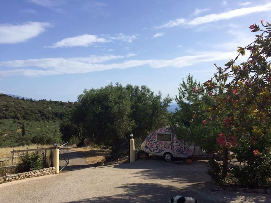Beautiful location down a quiet lane with no traffic... Quietly secluded but 5 kilometre drive to the beautiful port of Agios Nikolaos & driving distance to the famous Shipwreck!
