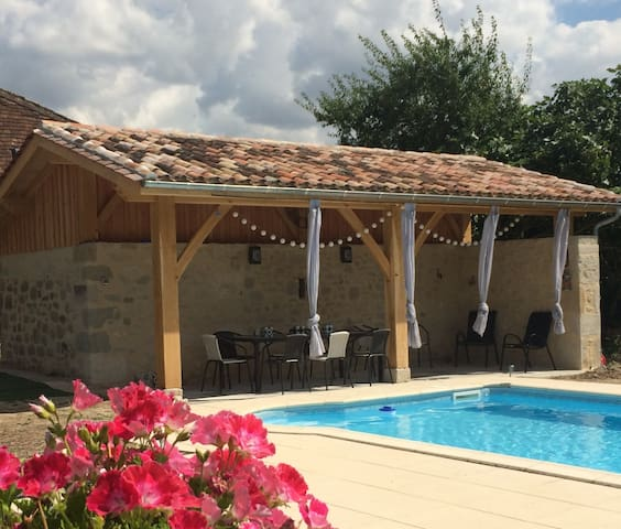 Impressive stone barn conversion & pool, sleeps 10 - Lévignac-de-Guyenne - Rumah