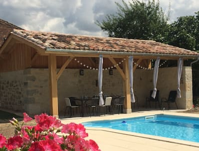 Impressive stone barn conversion & pool, sleeps 10 - Lévignac-de-Guyenne - Hus