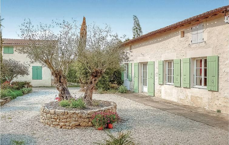 Holiday cottage with 3 bedrooms on 100m² in Rioux