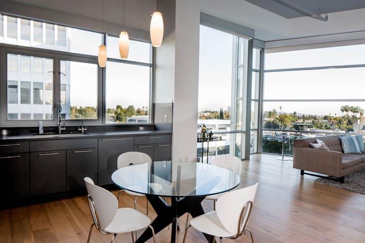 Penthouse Suite, Heart of  Pasadena