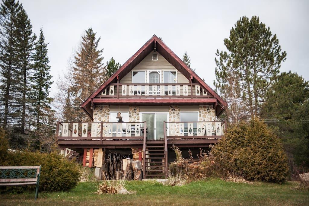 Maison bord de l 39 eau une heure de montr al maisons - Heure canada quebec ...