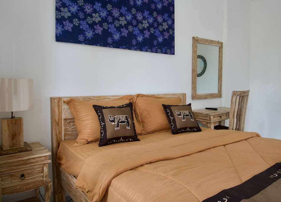 Comfortable double bed - AC, TV, private bathroom