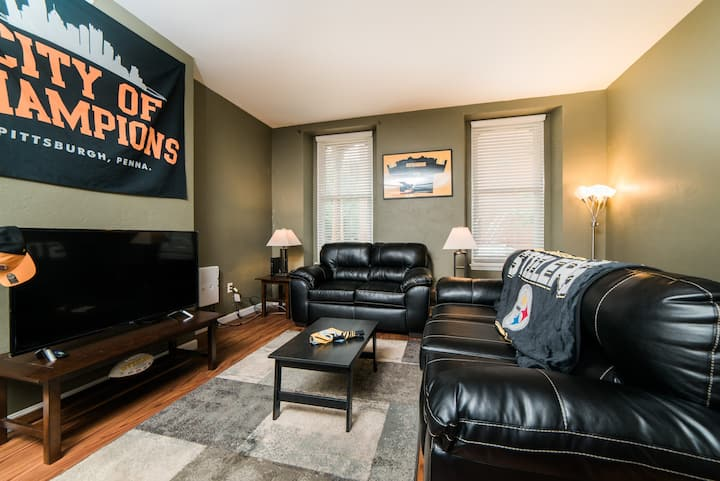 Pittsburgh's Sports Suite- FREE driveway Parking