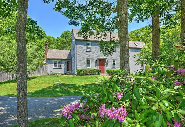 Beautiful Colonial 2 miles from beach