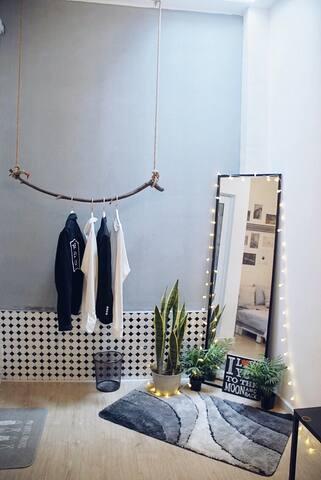 NHO - Little house - White room