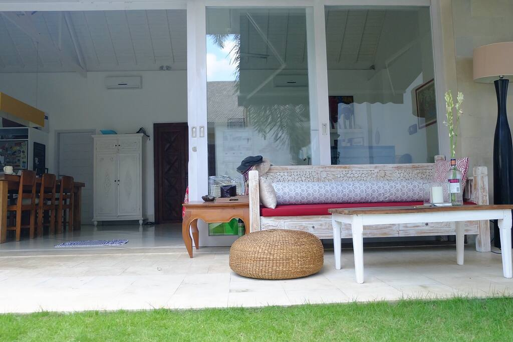 Communal Area. Coffee/Tea corner, enjoy the day bed in the afternoon.