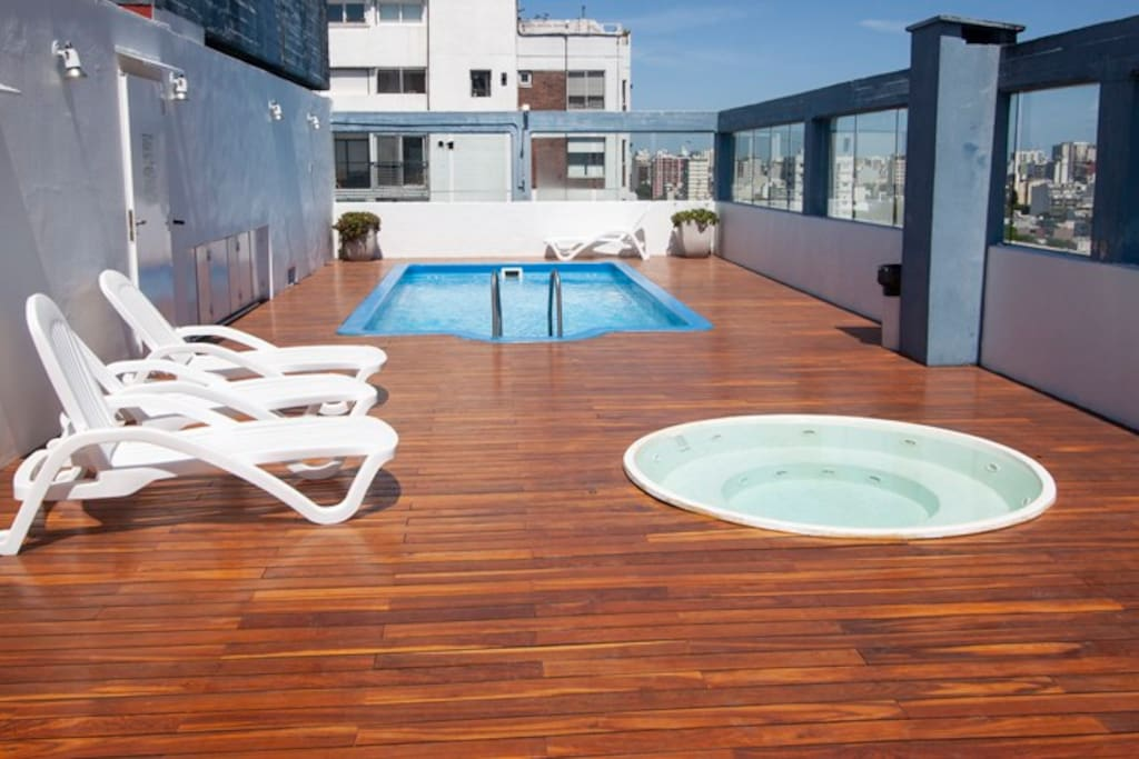 Pool, hot tube and deck chair at the top floor ( 14Th floor) with amaizing views - Piscina, yacuzi ( piso 14) con increíbles vistas