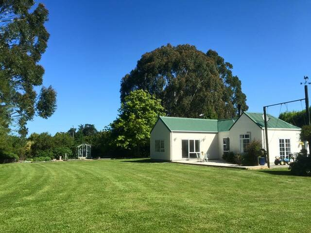 Farm Stay 15 mins from the Airport - Christchurch - Bed & Breakfast