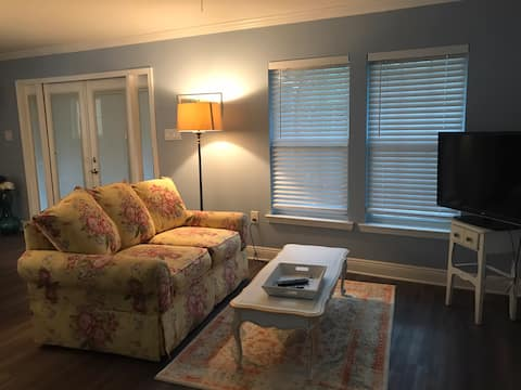 Pineville Cottage(no min. stay+$20. cleaning fee)